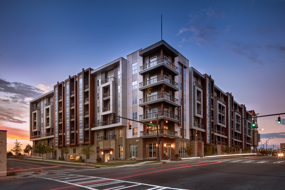 Superbe CIRCA UPTOWN CHARLOTTE, NC This Seven Story Apartment Complex Is Comprised  Of Two Stories Of Parking (more Than One Space Per Bedroom) And Five  Stories Of ...